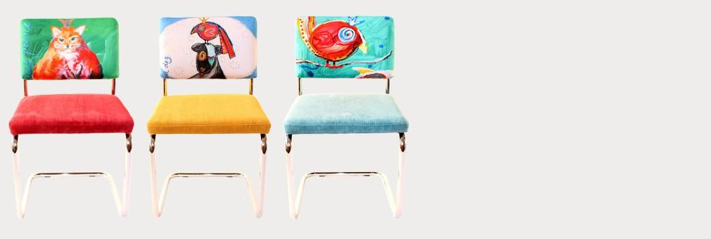 Kunst op stoelen